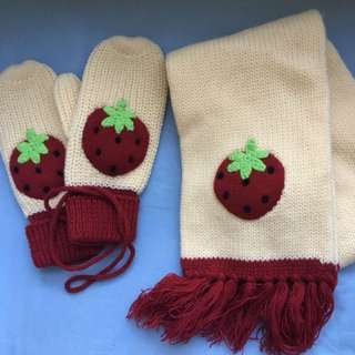 士多啤梨冷頸巾手套1set 冬天必備 保暖 Strawberry Scarf amd gloves