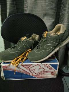 New Balance 574 Green Adidas Nike