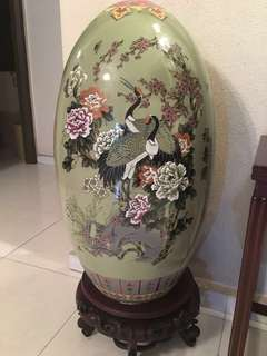 福寿图 Unique Chinese Egg Vase with wooden stand
