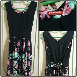 Preloved Petit Monde Black Floral Dress