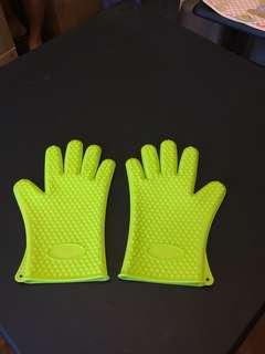 全新厚矽五指廚用手套一對 Brand New Thick Silicon Glove for Kitchen One Pair.