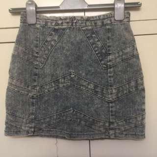 Stone wash chevron denim skirt