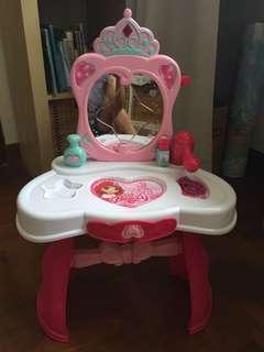 Vanity table for little girls