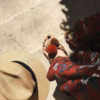 🚚 《早·衣服》花現4月🌹超吸睛可愛撞色毛球民族風編織人字拖鞋海灘拖鞋平底拖鞋(預)