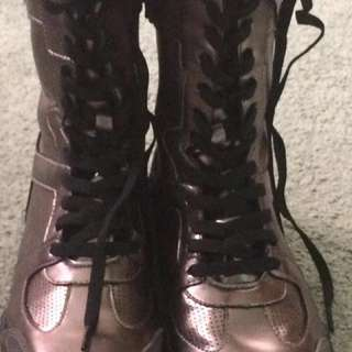 Size 9 Remo knock-out boots