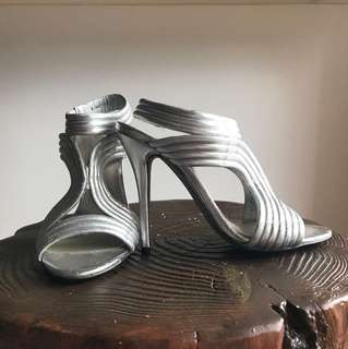 Size 8 - NEW! Siren Silver Leather Open Toe Pumps