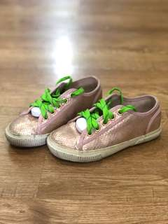 Peach shimmering sneakers (Primark)