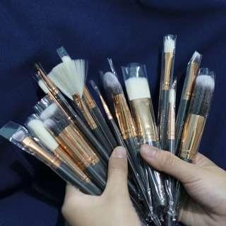 Preloved Zoeva Brush (15 brush)