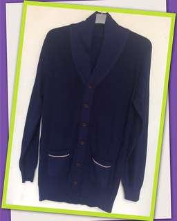 Sweater biru kantong 2