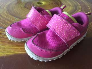Girl Peek n Fit shoe