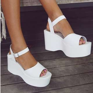 LIPSTIK SHOES DREY WEDGES IN WHITE