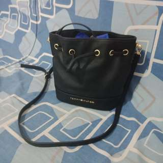 Authentic Tommy Hilfiger bucket Bag