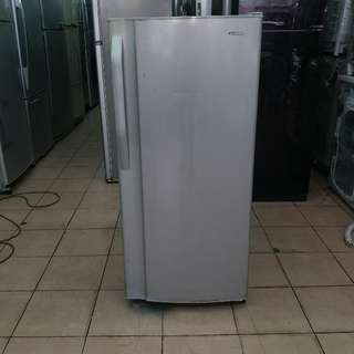 Sharp one door fridge...One month warranty. Body conditions 80%ok Working conditions 100%ok You can call ro SMS/whatsup 01131838436