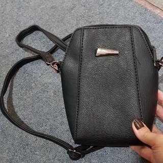 Blck sling bag