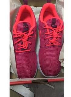 BNIB Nike roshe one