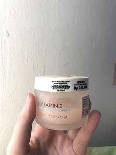 The body shop cream (vitamin E aqua boost sorbet)