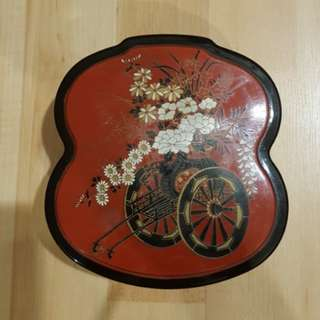 Japanese storage box - traditional carriage & flower motif