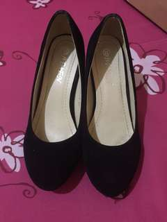 Platform pump heels
