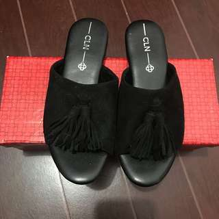 CLN BLACK SLIPPERS