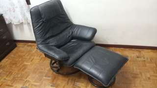 Recliner leather sofa chair