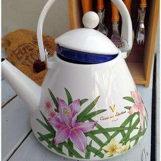 Enameled kettle