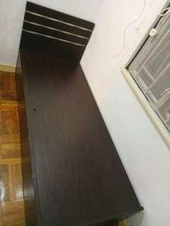 單人床 2呎米 x 6呎