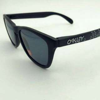 SUMMER OAKLEY POLARIZED SHADES