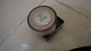 Bedak tabur (loose powder)