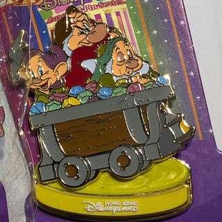 香港 迪士尼 徽章 Disney Pin 小矮人 旋轉木馬