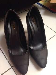 Black pump heel