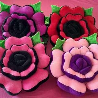 Bantal bunga mawar