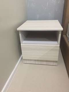Side bed table