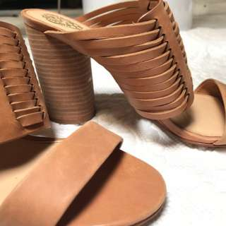 Nude Vince Camuto sandles. Size 8.5