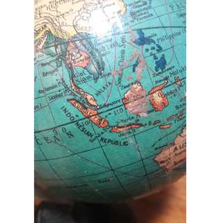 Vintage 1950s globe (with Malaya wording)