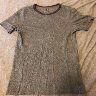 UnIQLO 灰色滾邊 上衣 150cm 正常使用痕跡 搭襯衫也很好看