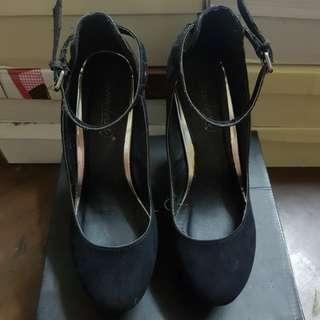 Black Pump heel/ Wedge