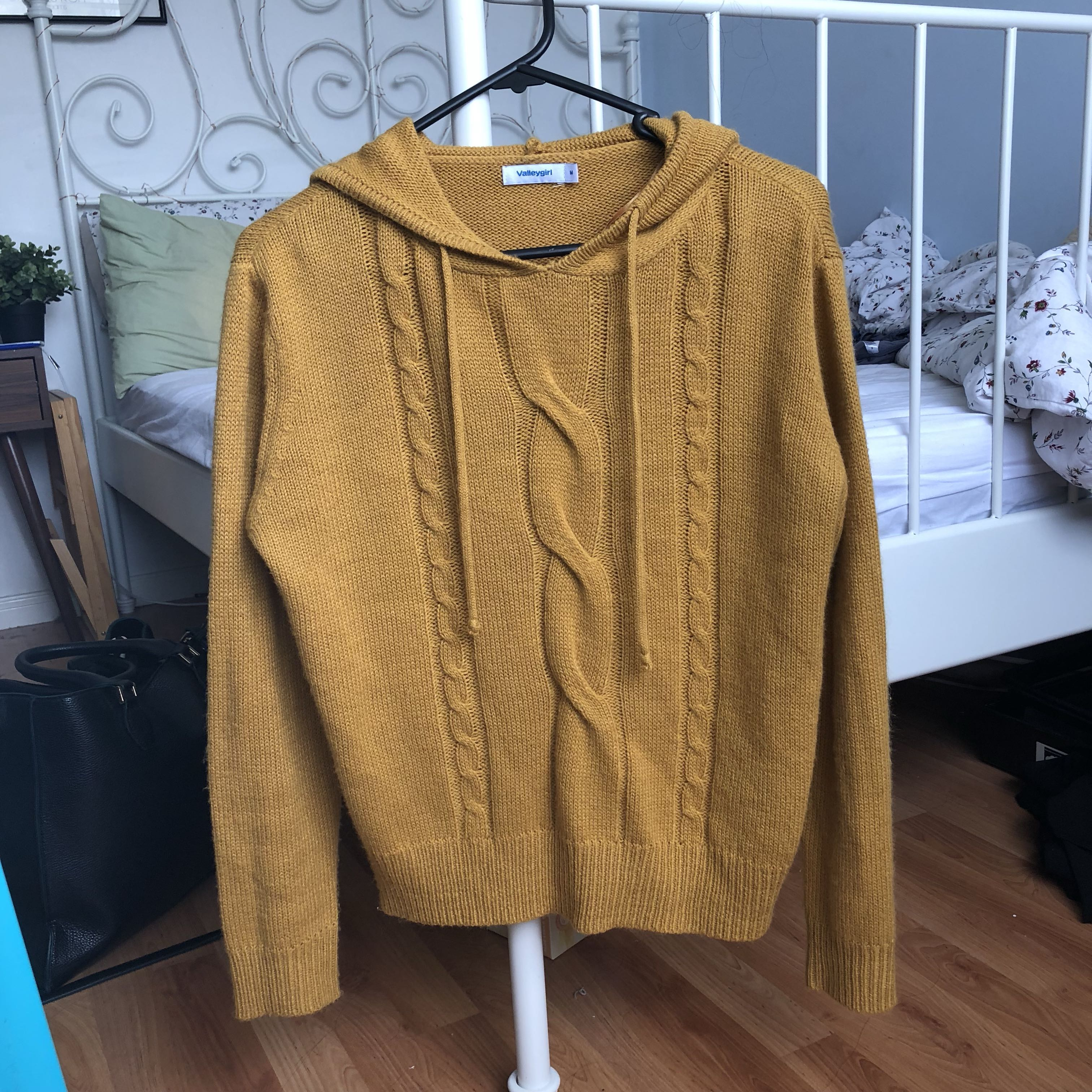 💕Adorable mustard knit hooded sweater