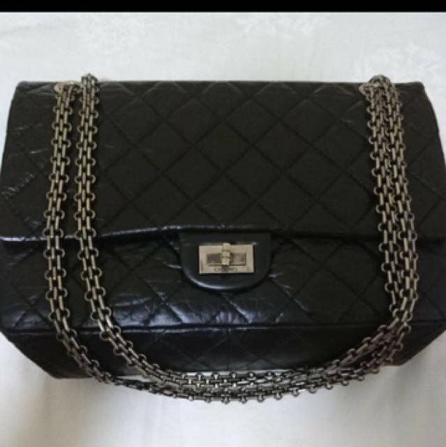 9d23709c4c52 Chanel 2.55 Reissue Classic Handbag Medium Size 226 Black with ...