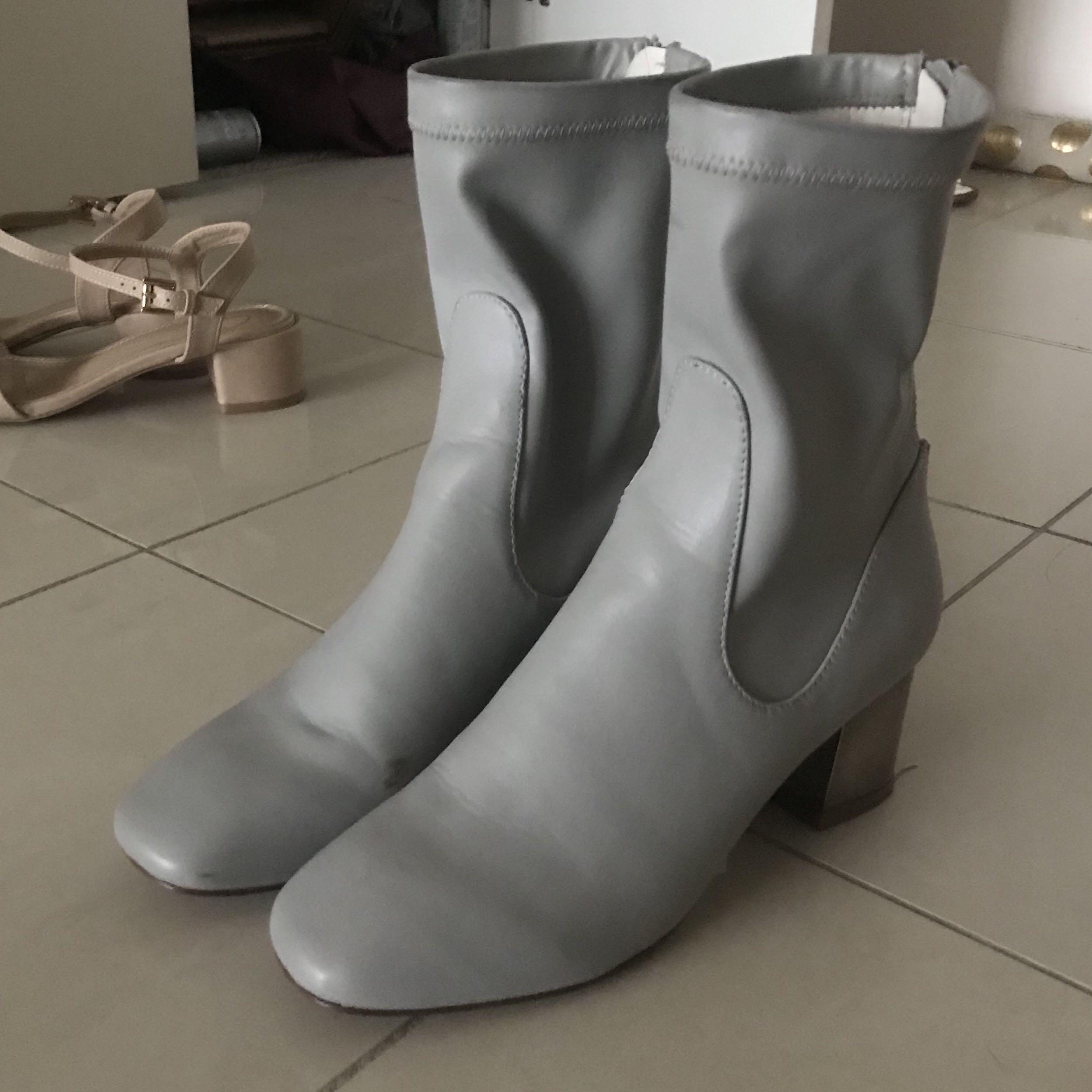 Metallic block glove boots