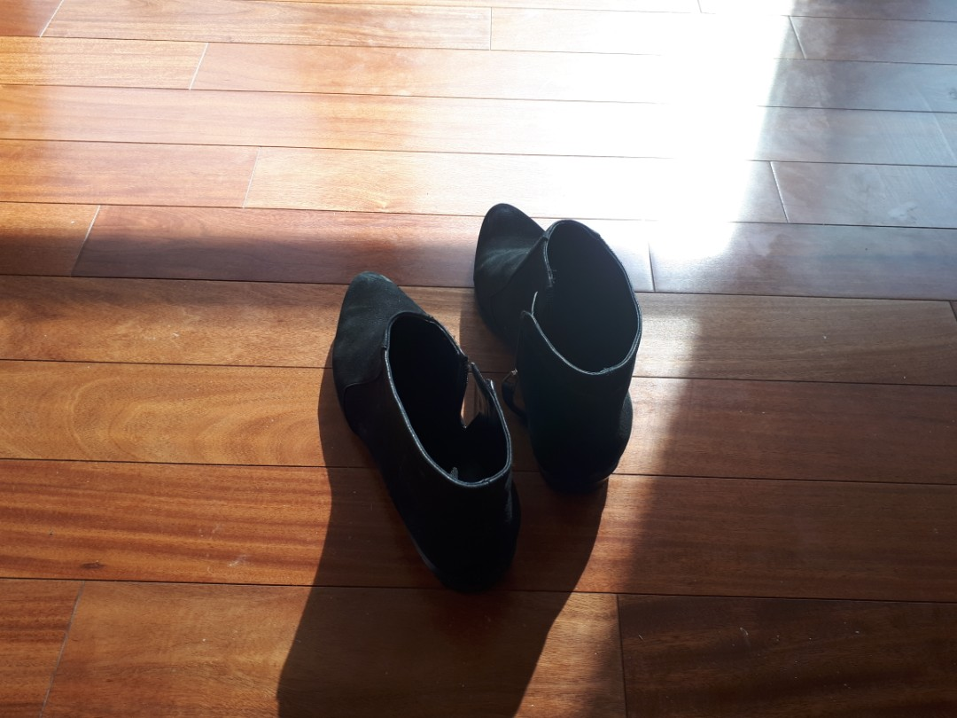 Nine West Dopler Ankle Booties