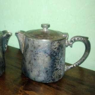 Vintage Hotel Merlin teapot
