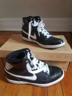 NIKE Black, white and silver shoes
