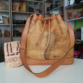 AUTHENTIC ALVIERO MARTINI BUCKED DRAWSTRING BAG MADE IN ITALY TINGGI 30CM X LEBAR 29CM VERY GOOD CONDITION RM750 C.O.D USNASAPRELOVED http://www.wasap.my/60104550163