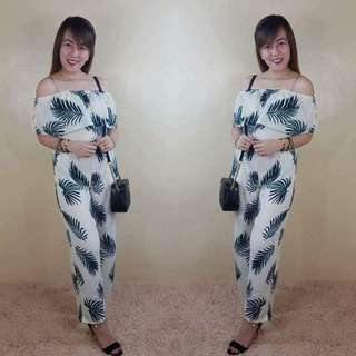 FEATHER OFF-SHO JUMPSUiT rt-P380 Freesize/Onesize/Fits Small-SemiLarge Frame Model Size : 33-28-35/Height : 5'4 Broad Cloth Garterized Waistline Photo Credits to the Owner Sat- cutoff sun- pickup monday- Shipping