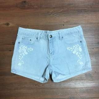 刺繡單寧牛仔短褲
