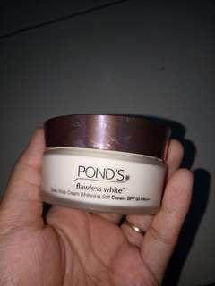 Pond's flawless white day cream spf 30 pa+++