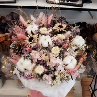 Dried Flower decor round Box for Grand opening