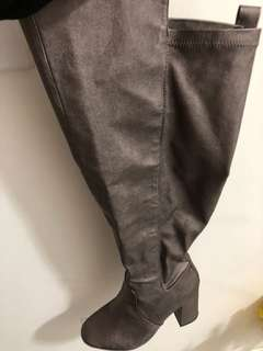 WIDE WIDTH Knee High boots! Size 8
