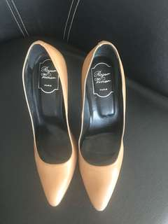 very good condition authentic Roger Vivier nude pointed pumps - 38.5