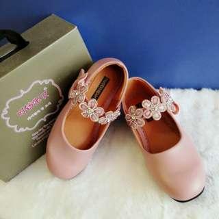 Girl flower shoe